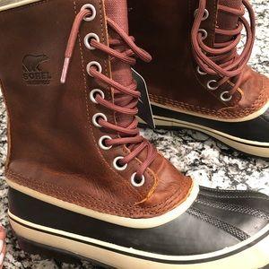 NWOB Women's Sorel waterproof boots size 10